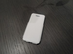 Photo de la coque pour iPhone 5S Muvit Ultra Thin Flip en blanc