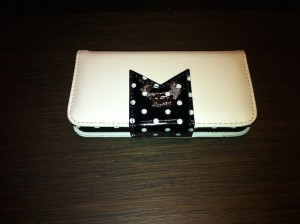 Photo de la Housse iPhone 5S Tuff Luv Polka Hot – Noire : Blanche